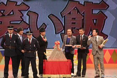 """笑い飯、M-1賞金1, 000万円を""""小銭""""で贈られ、「早く両替したい!」"""